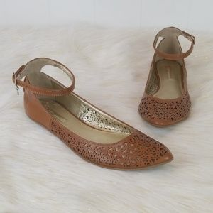 Like New_Bcbgeneration size 8.5 flats sandals
